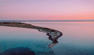 her ser du et smukt billede af birkholm i solnedgang